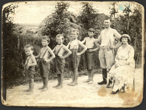 Old_family_photo_by_allwell